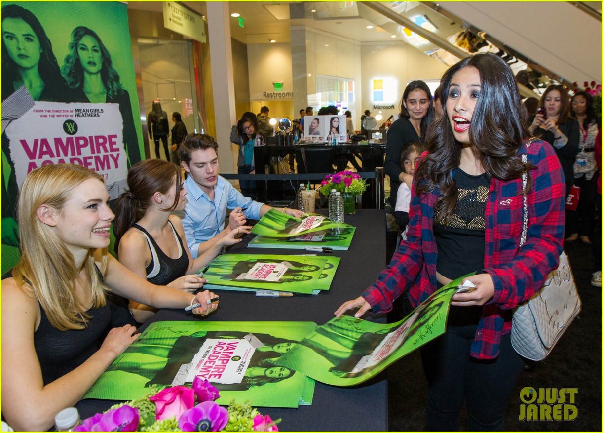 zoey deutch dominic sherwood vampire academy san francisco meet greet 04