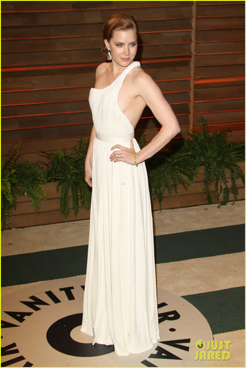 amy adams is white hot in new dress at oscars party 2014 01