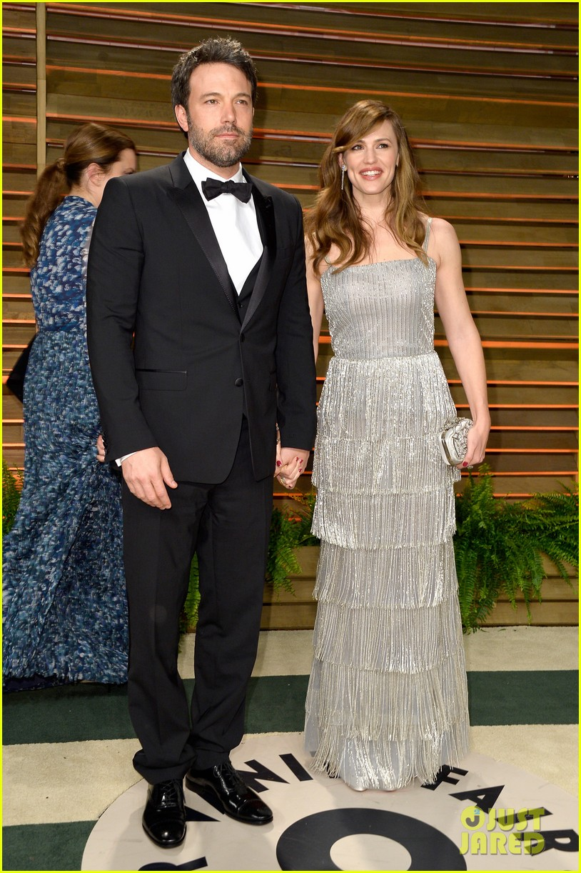ben affleck skips oscars 2014 attends vanity fair party with jennifer garner 043064630
