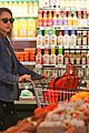 jessica alba stocks up on fresh produce at whole foods 01