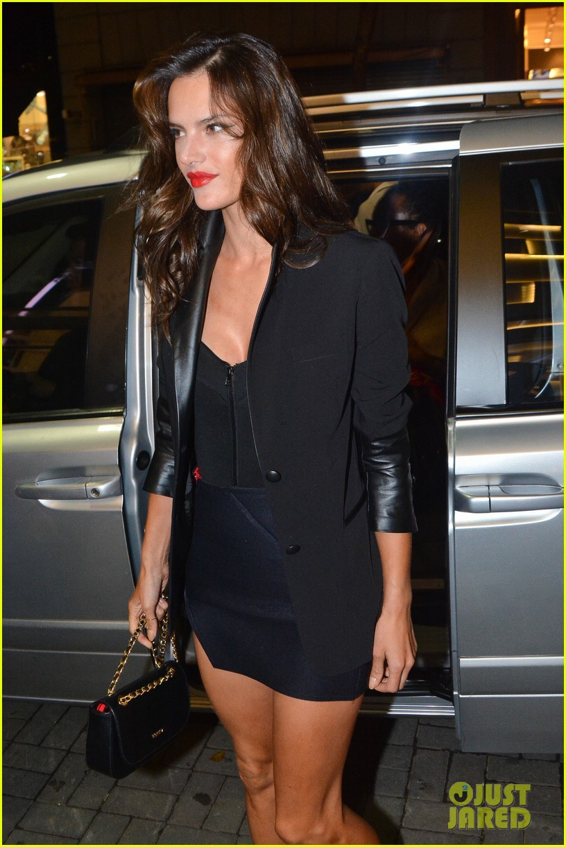 alessandra ambrosio schultz winter collection 2014 033074646