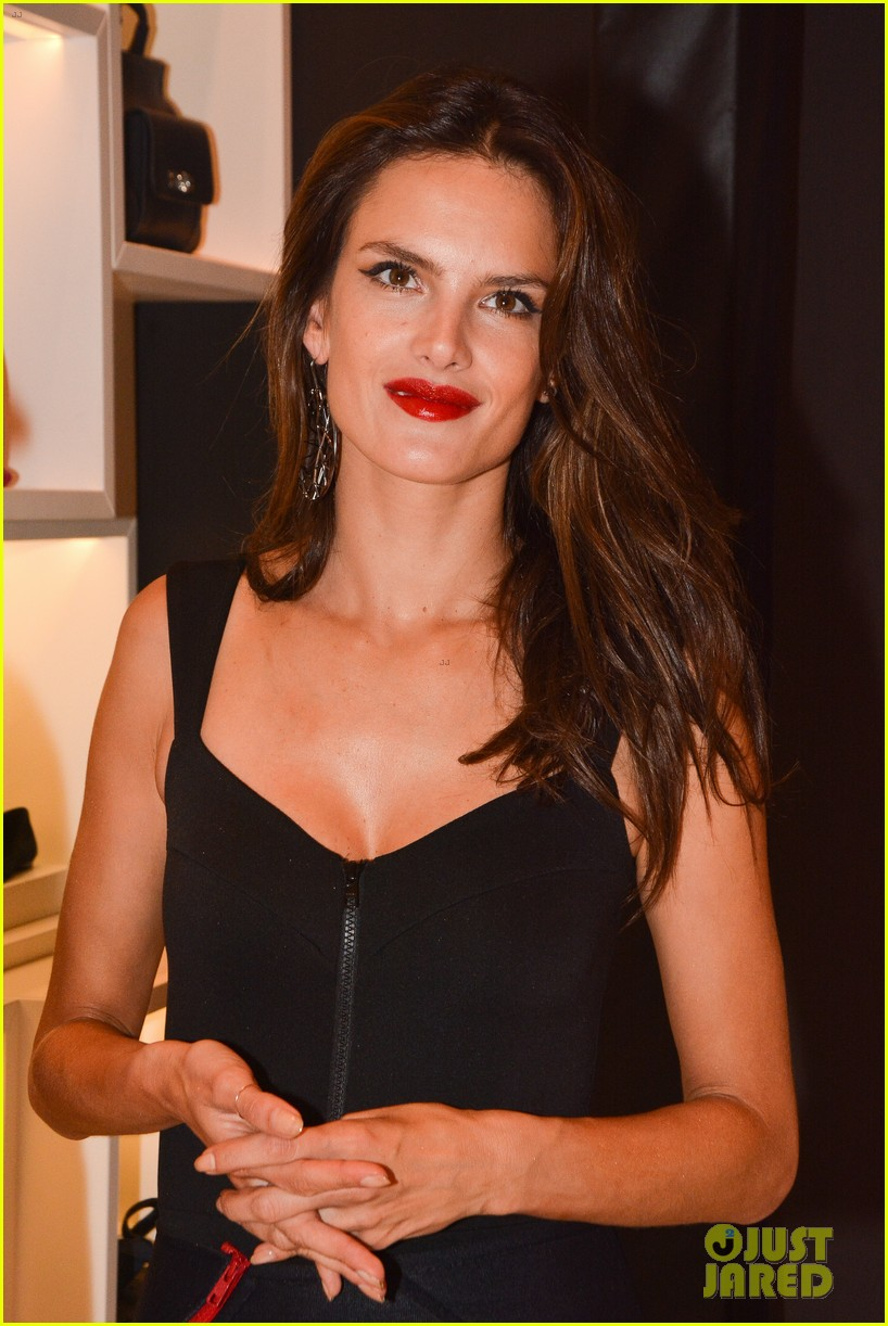 alessandra ambrosio schultz winter collection 2014 053074648