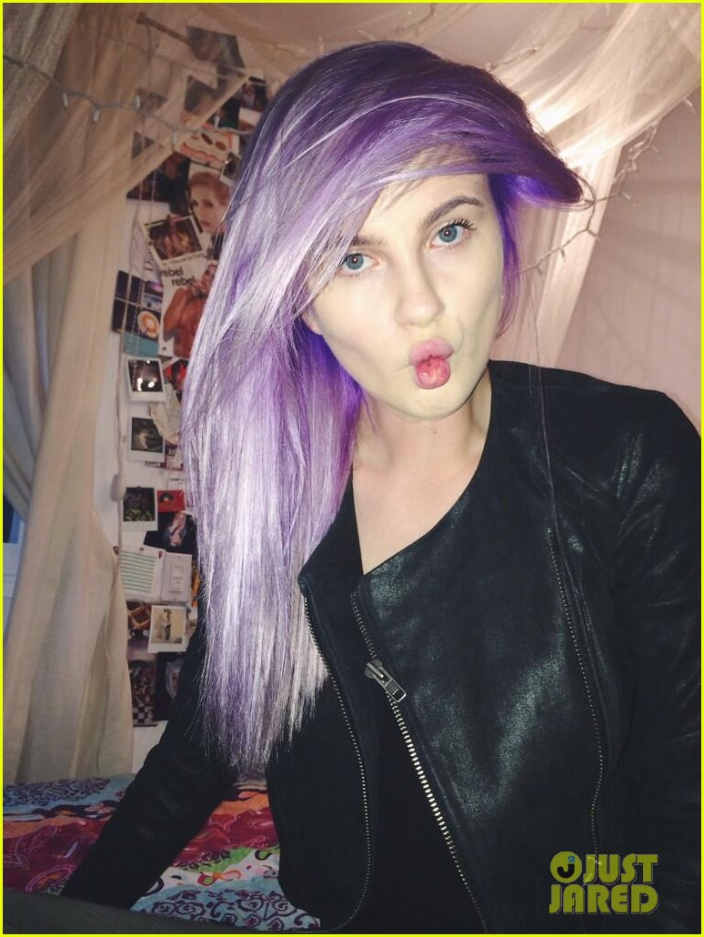 ireland baldwin dyes her hair purple 05