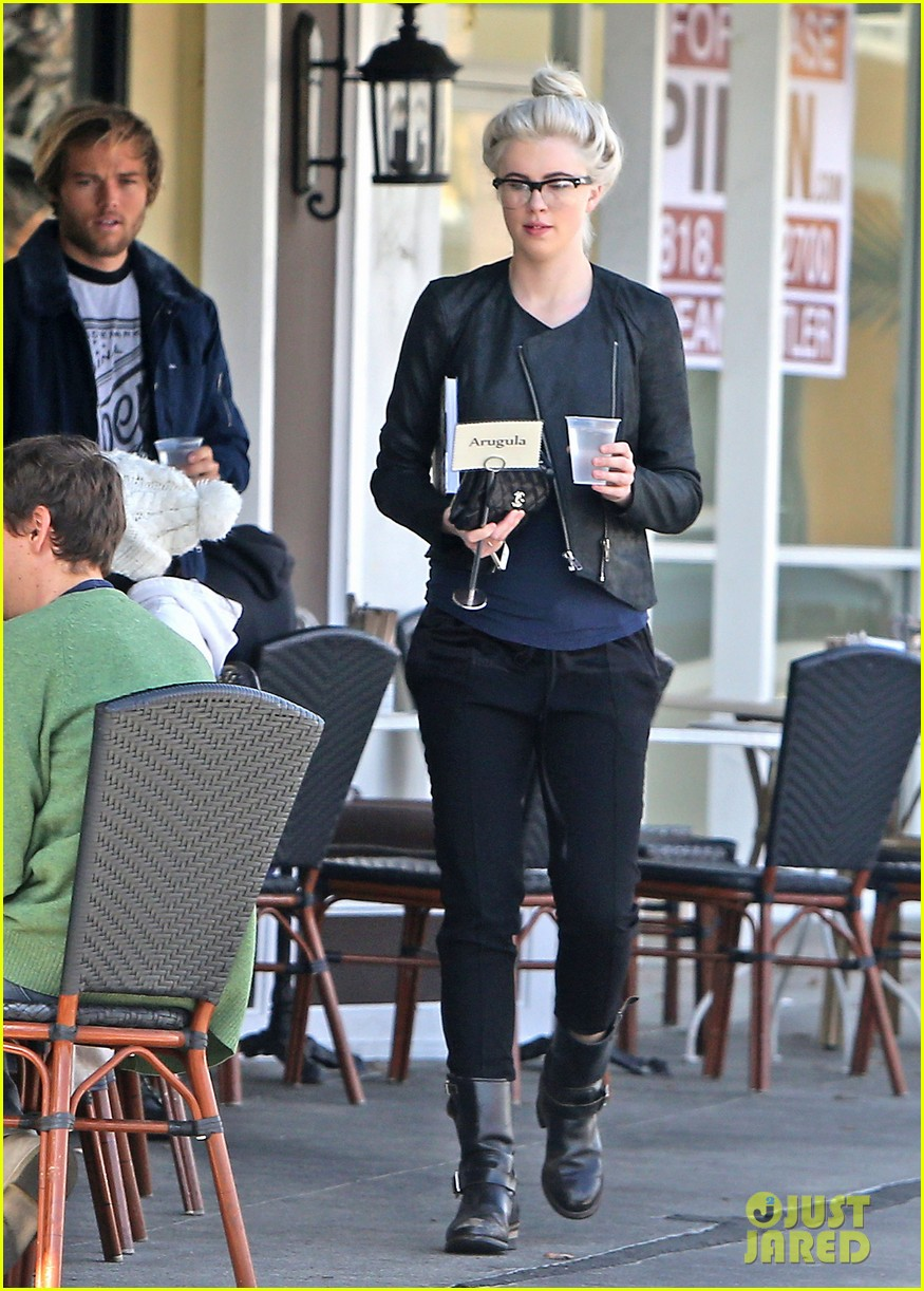 ireland baldwin dyes her hair purple 10