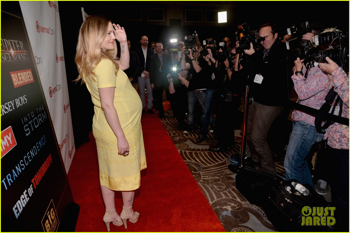 drew barrymore flaunts massive baby bump cinemacon 11