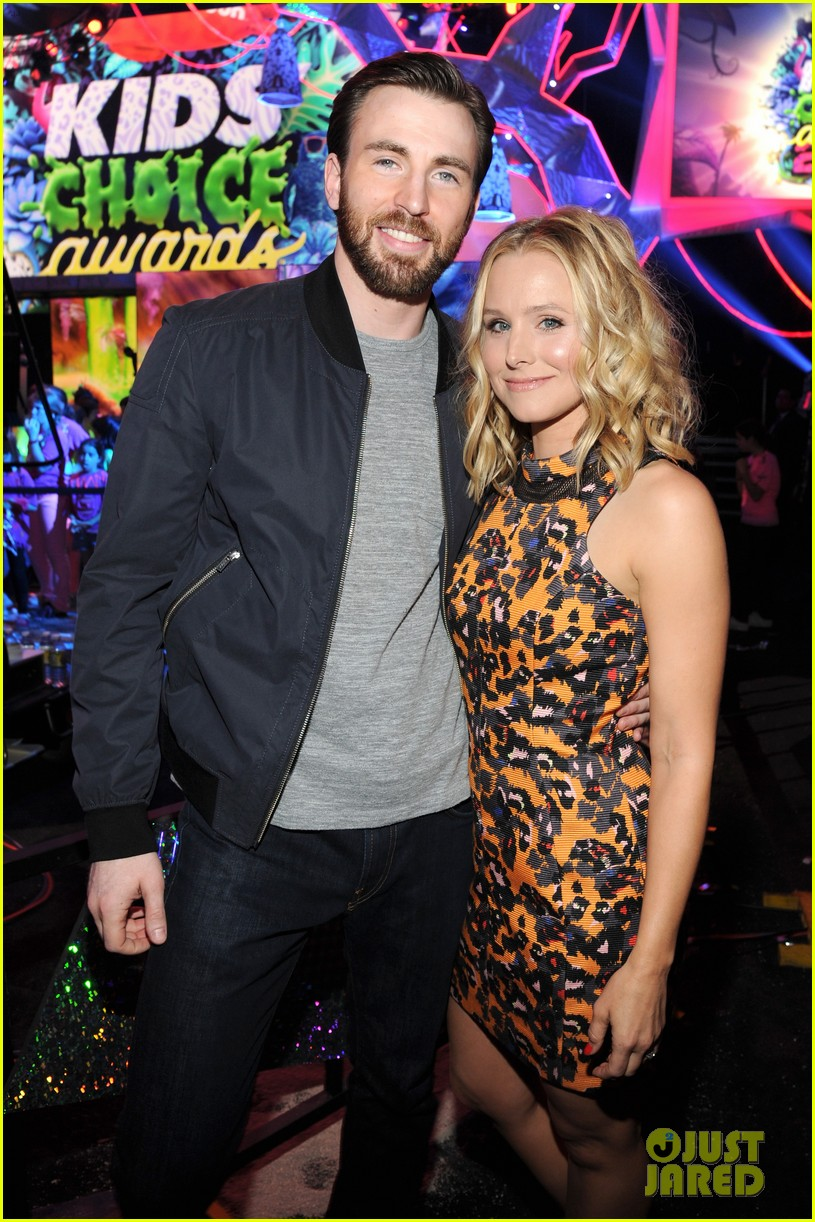 chris evans kristen bell present at kids choice awards 2014 02