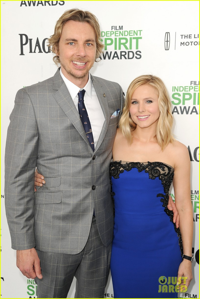 kristen bell dax shepard share cute kiss at independent spirit awards 2014 043062945