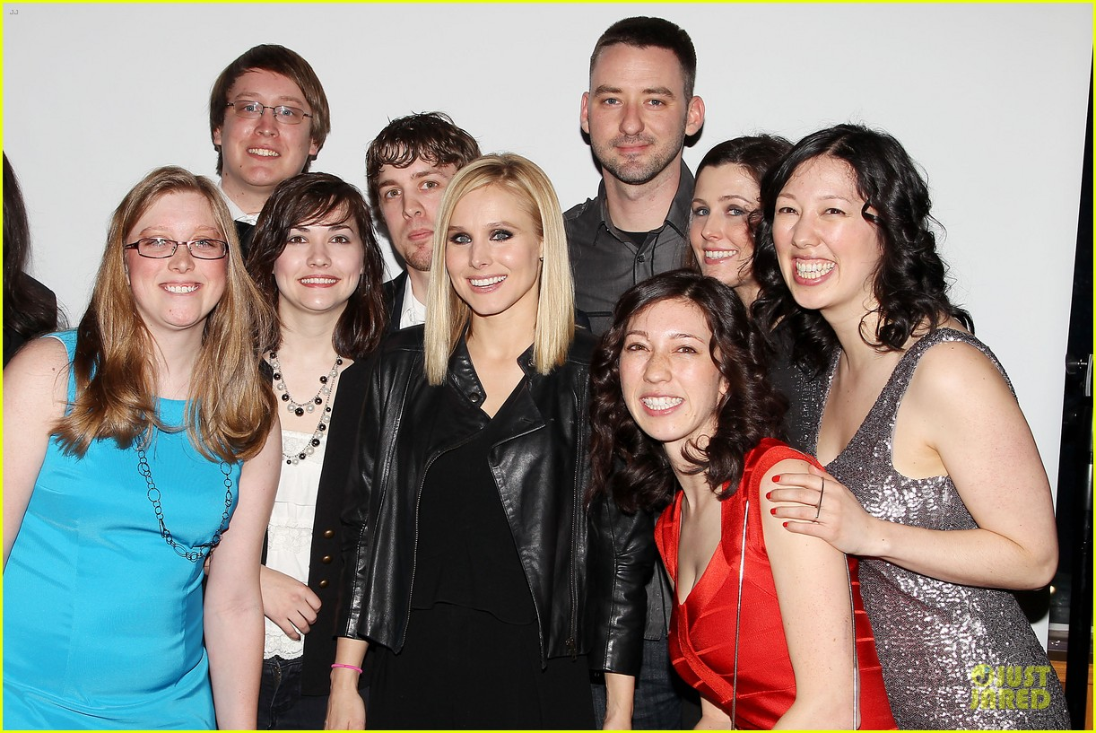kristen bell switches it up for veronica mars after party 06