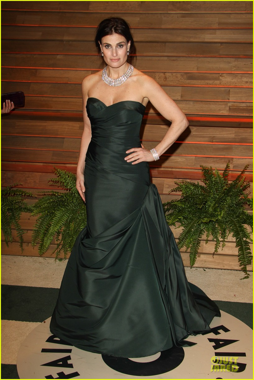 kristen bell idina menzel brings frozen joy to vanity fair oscars party 2014 05