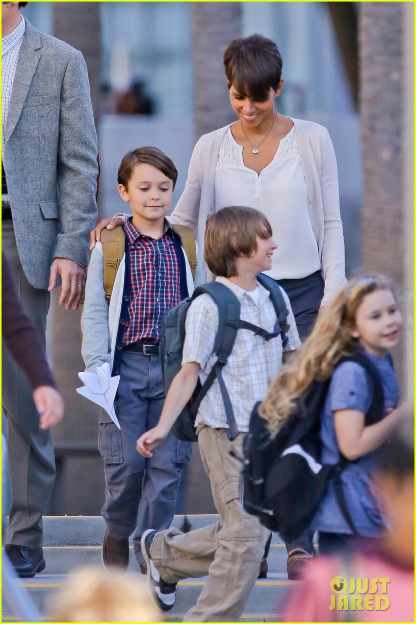 halle berry gets to work on extant 13