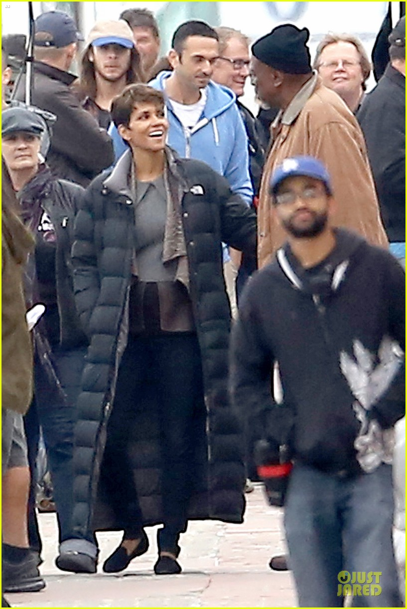 halle berry goran visnjic pda for extant 01