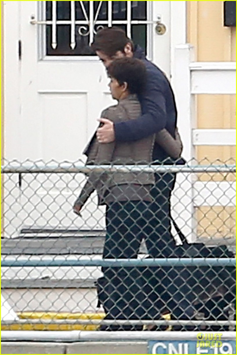 halle berry goran visnjic pda for extant 053078527
