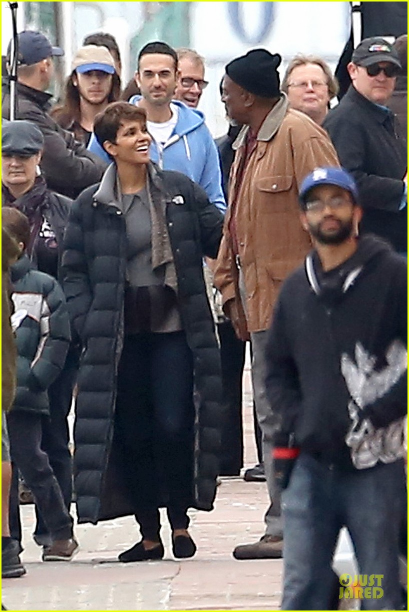 halle berry goran visnjic pda for extant 203078542