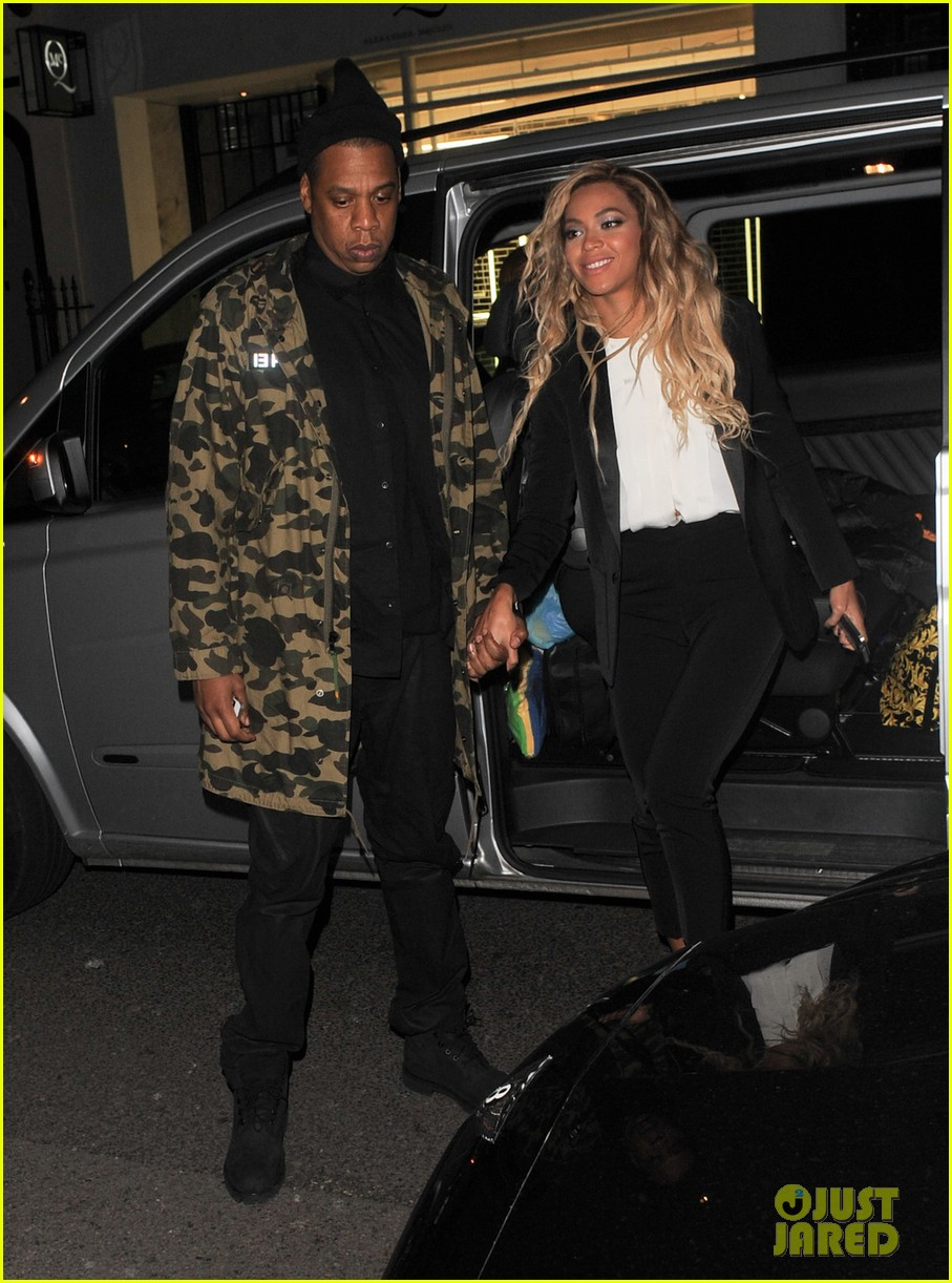 beyonce jay z hold hands after mrs carter show in london 03