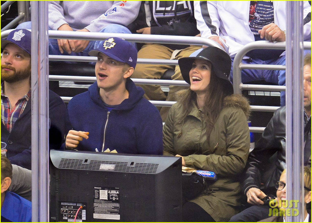rachel bilson hayden christensen date night at the maple leafs game 013071966