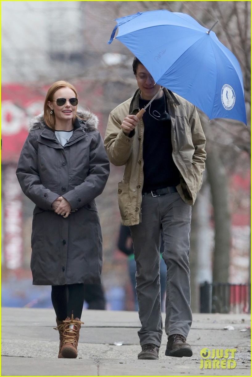 kate bosworth julianne moore dont let the freezing weather stop them on still alice set 05