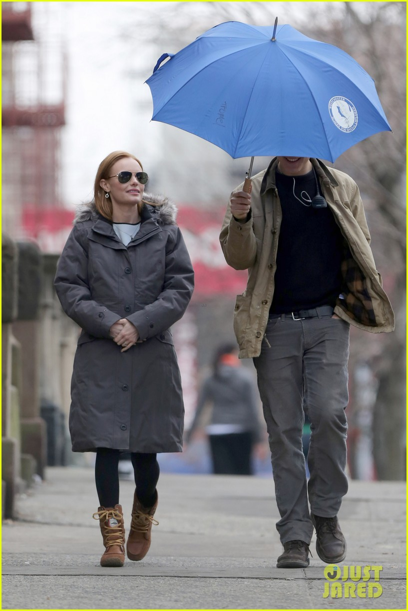 kate bosworth julianne moore dont let the freezing weather stop them on still alice set 15