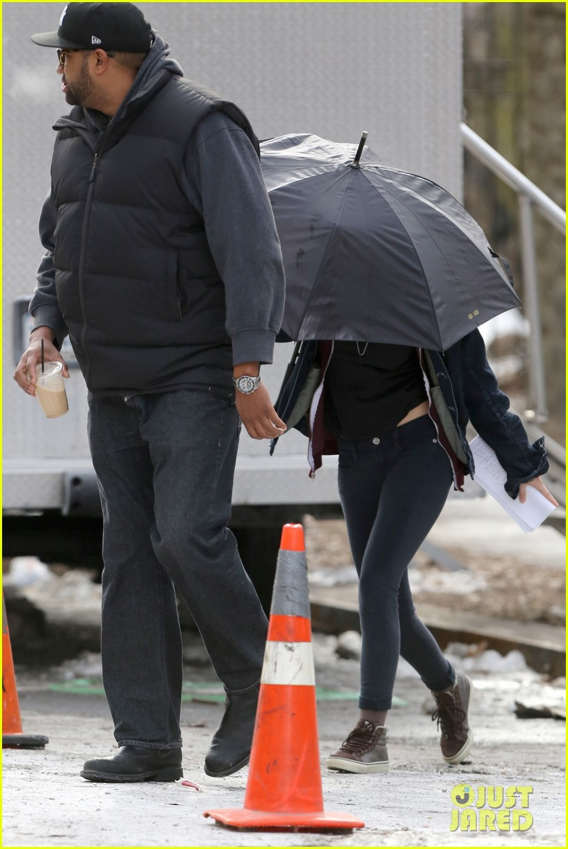 kate bosworth kristen stewart get ready for work on still alice set 24