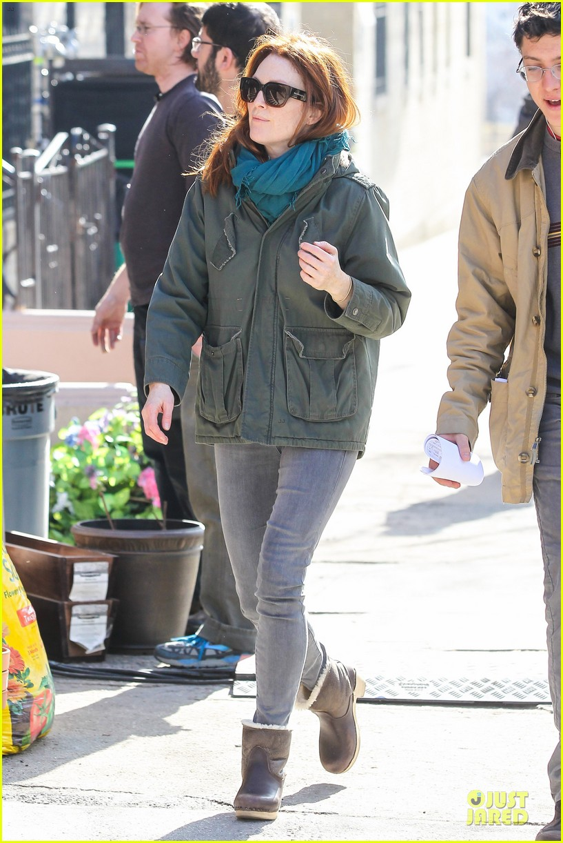 kate bosworth hides her water on still alice set 03