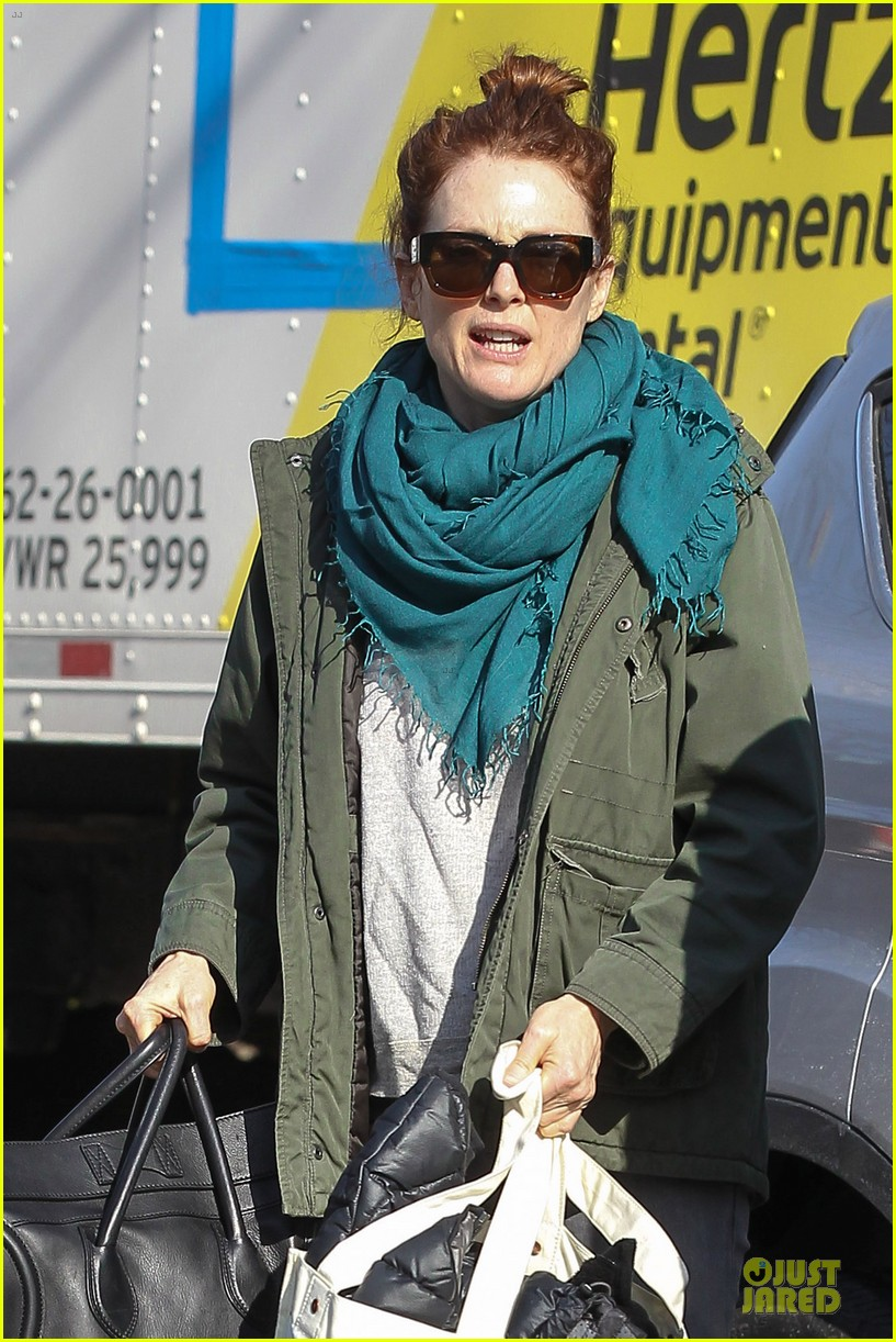 kate bosworth hides her water on still alice set 06