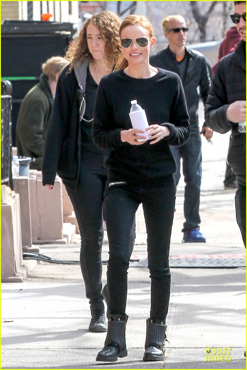 kate bosworth hides her water on still alice set 10
