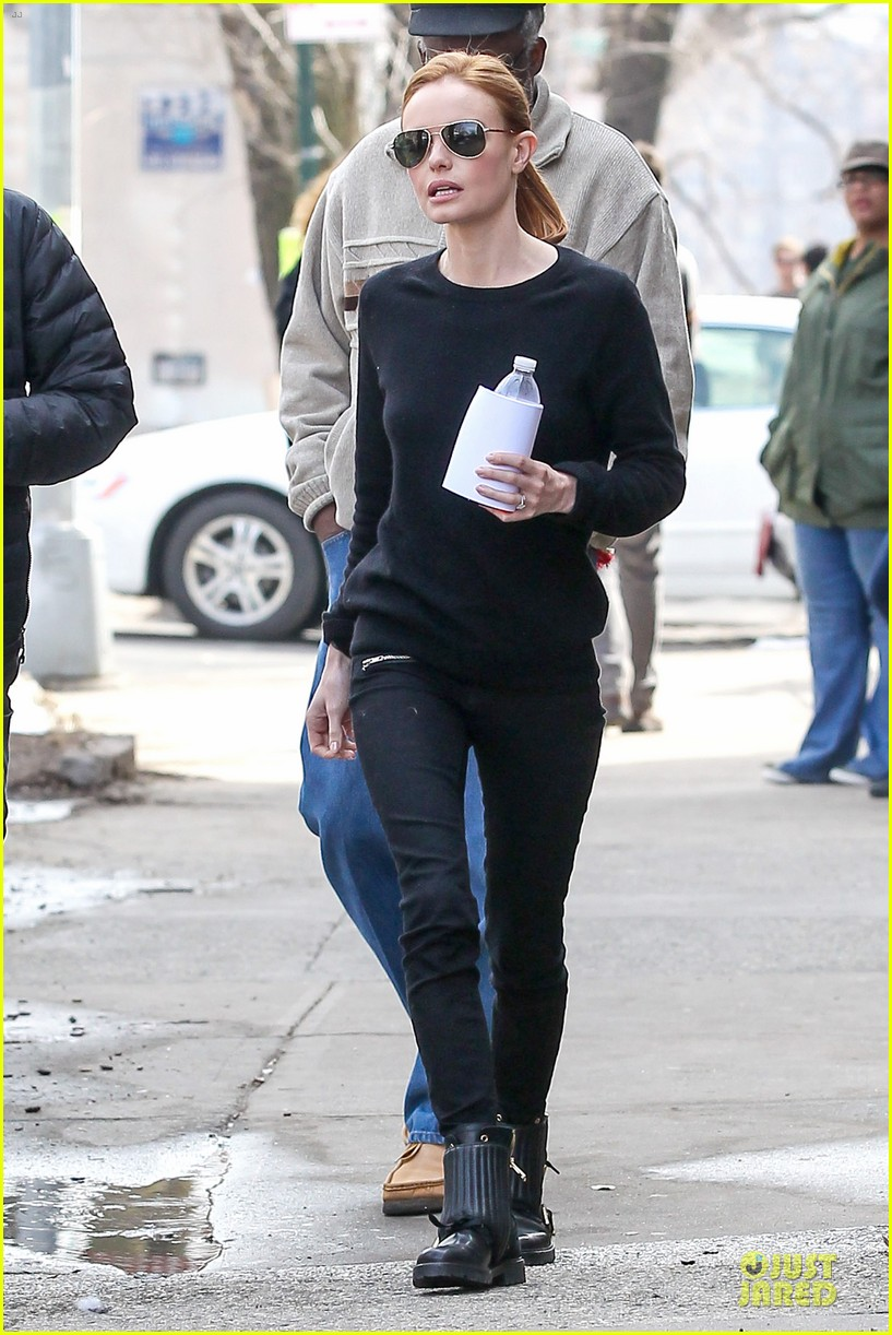 kate bosworth hides her water on still alice set 17