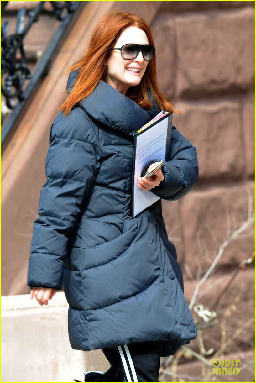 kate bosworth hides her water on still alice set 26