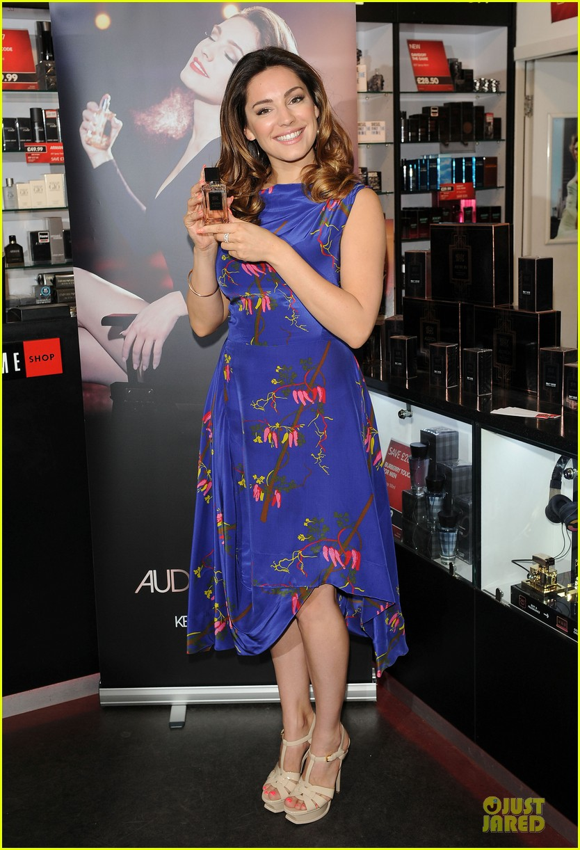 kelly brook audition perfume launch 103074056