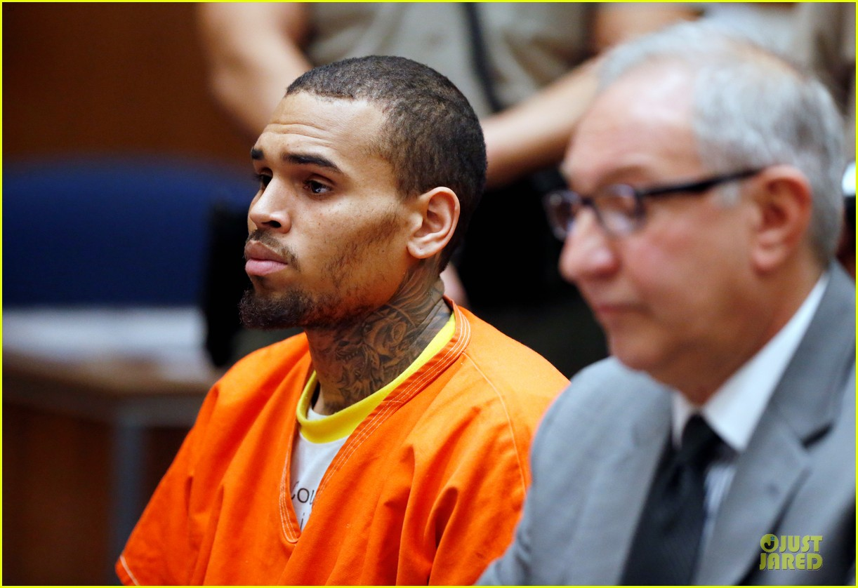 chris brown must stay in jail for one more month 04