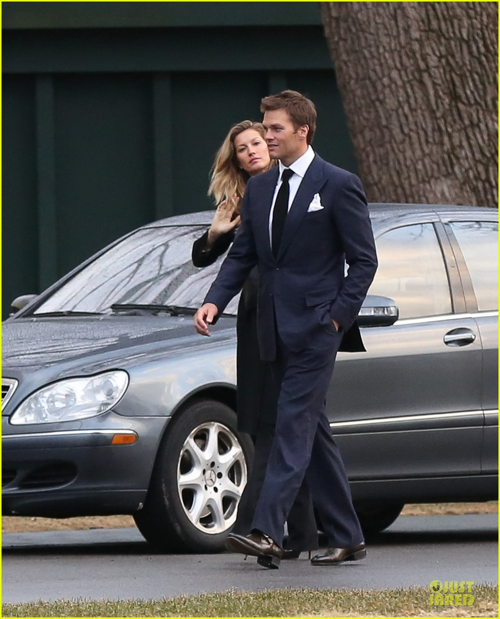gisele bundchen tom brady dressed for date night 02