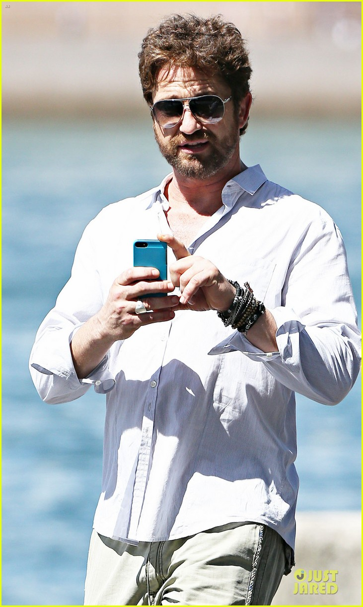 gerard butler crashed bachelorette party in australia 023074434