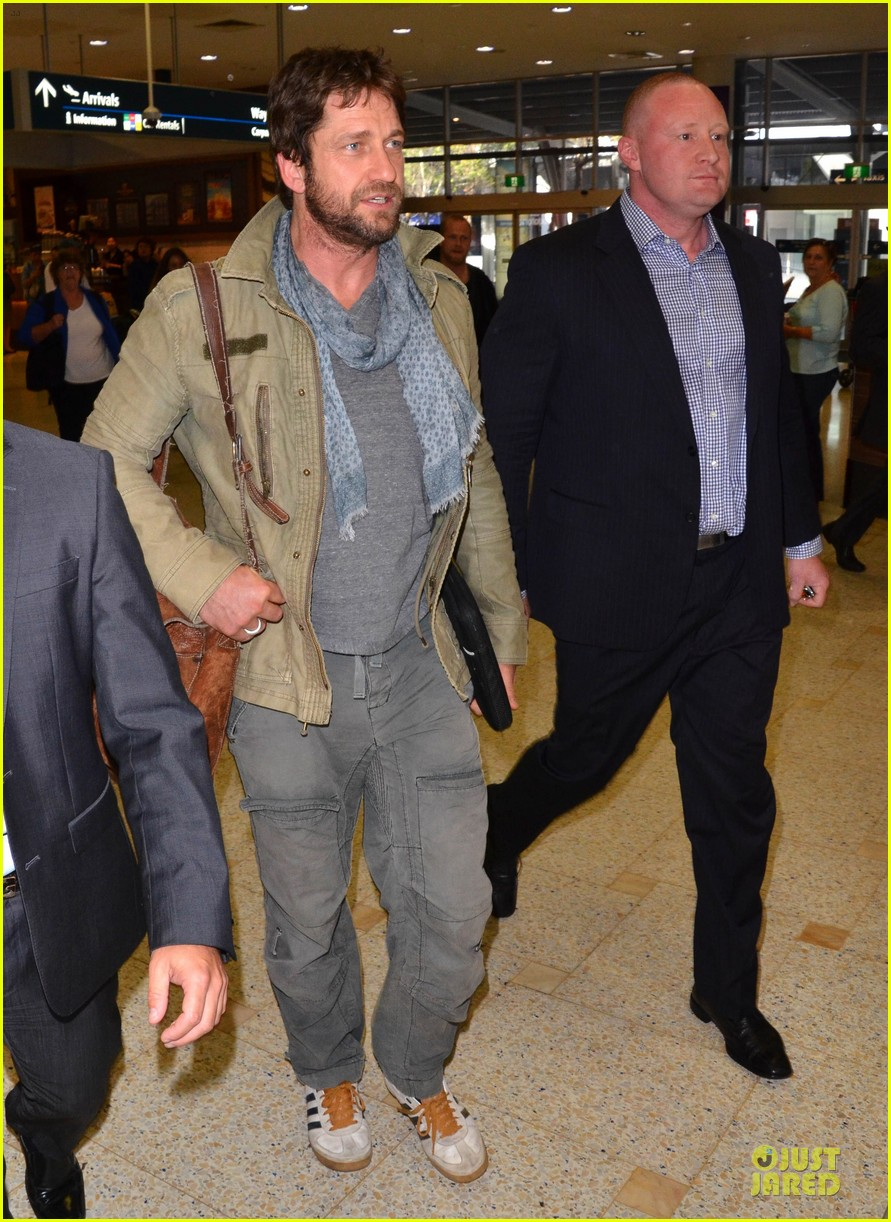 gerard butler is surrounded by security at sydney airport 10