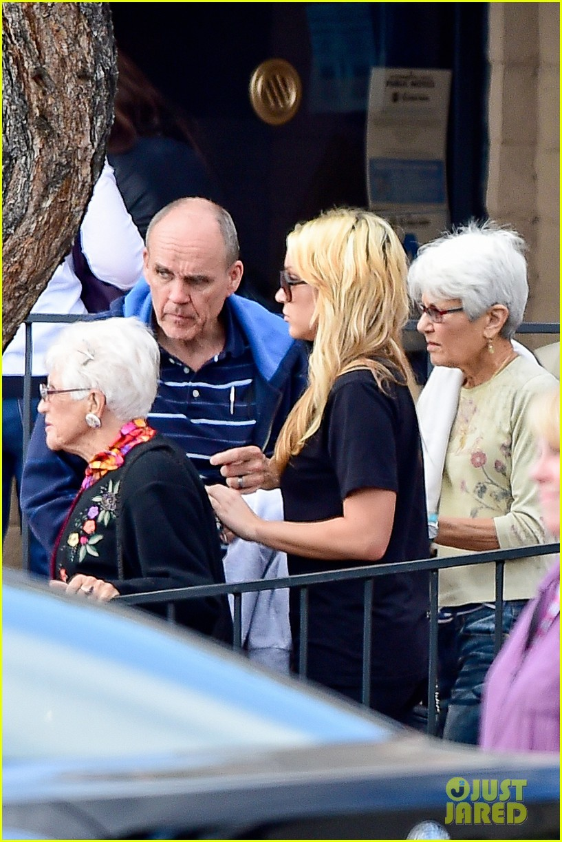 amanda bynes looks happy with her family 14