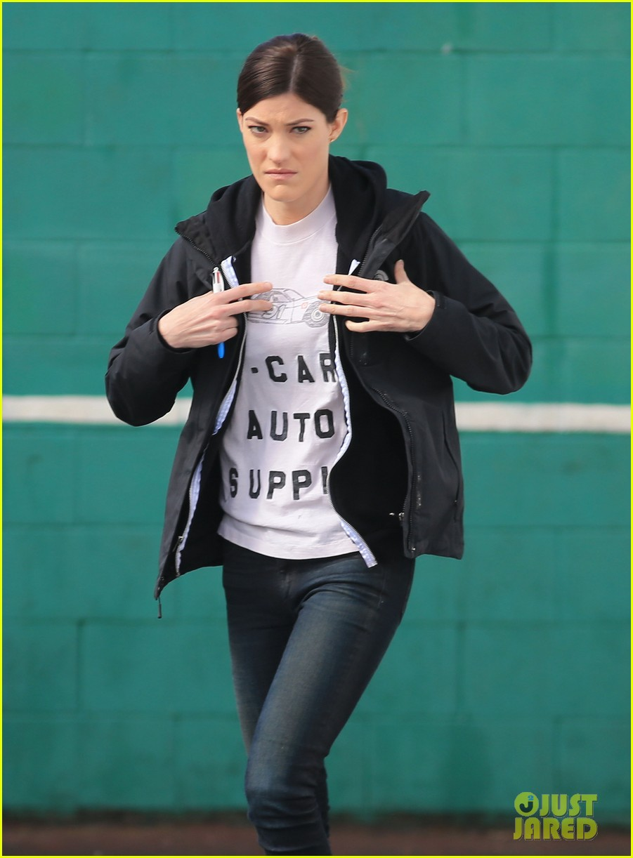 jennifer carpenter finishes up filming sea of fire in canada 06