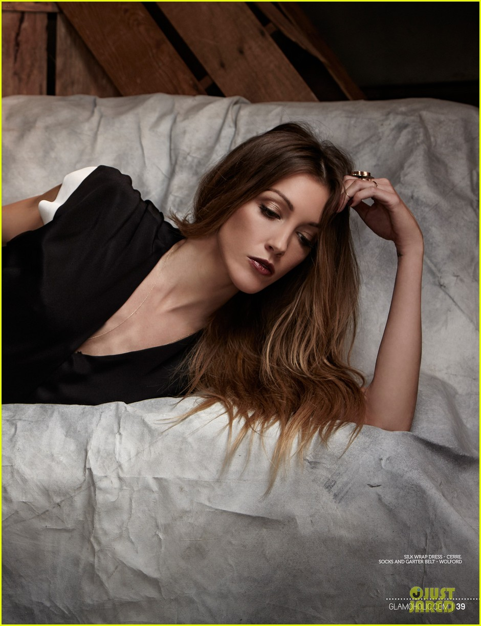 katie cassidy bares midriff for glamoholic cover 07