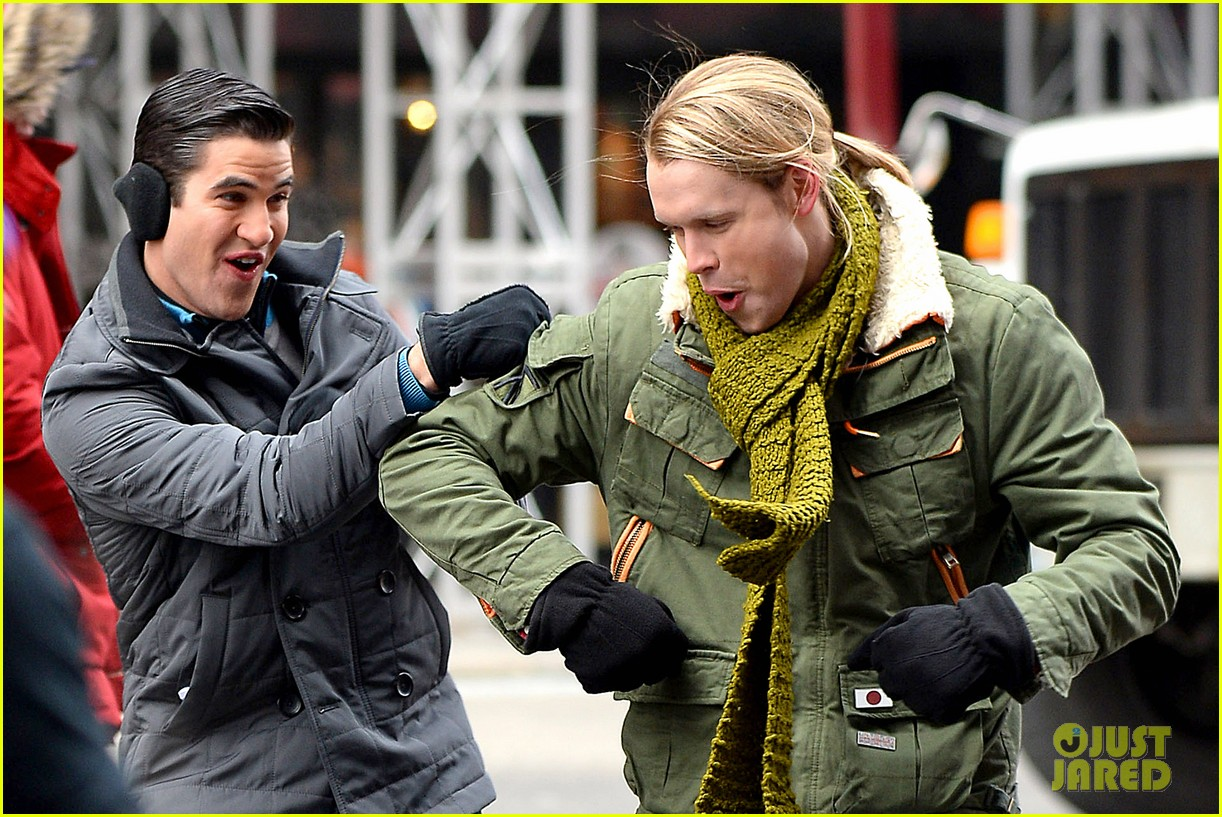 chord overstreet tweets he was arrested after giving darren criss piggy back ride for glee 07