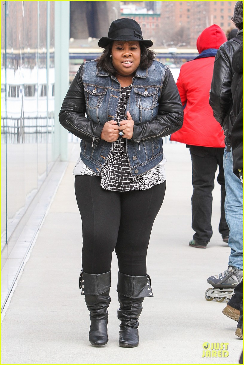 chord overstreet give amber riley jacket to stay warm 08