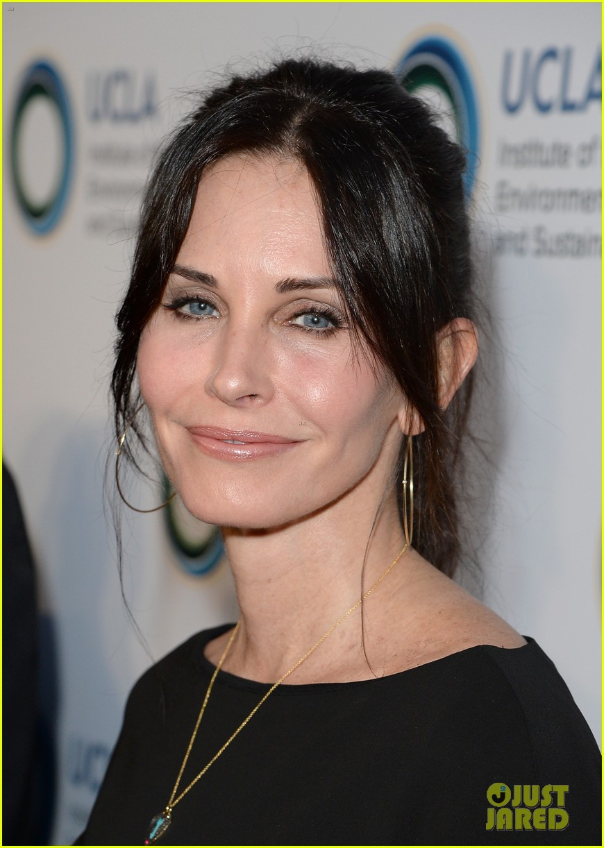 courteney cox boyfriend johnny mcdaid look so in love 213076824