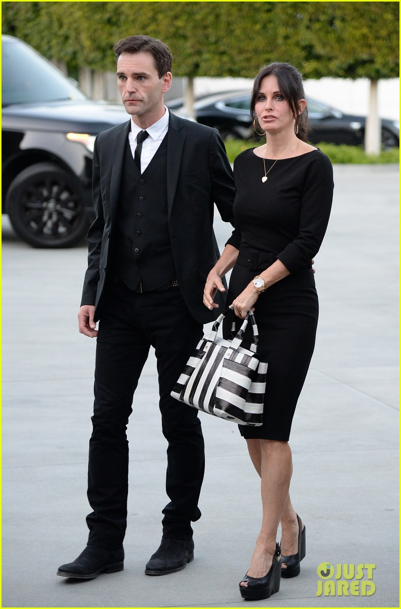 courteney cox boyfriend johnny mcdaid look so in love 263076829