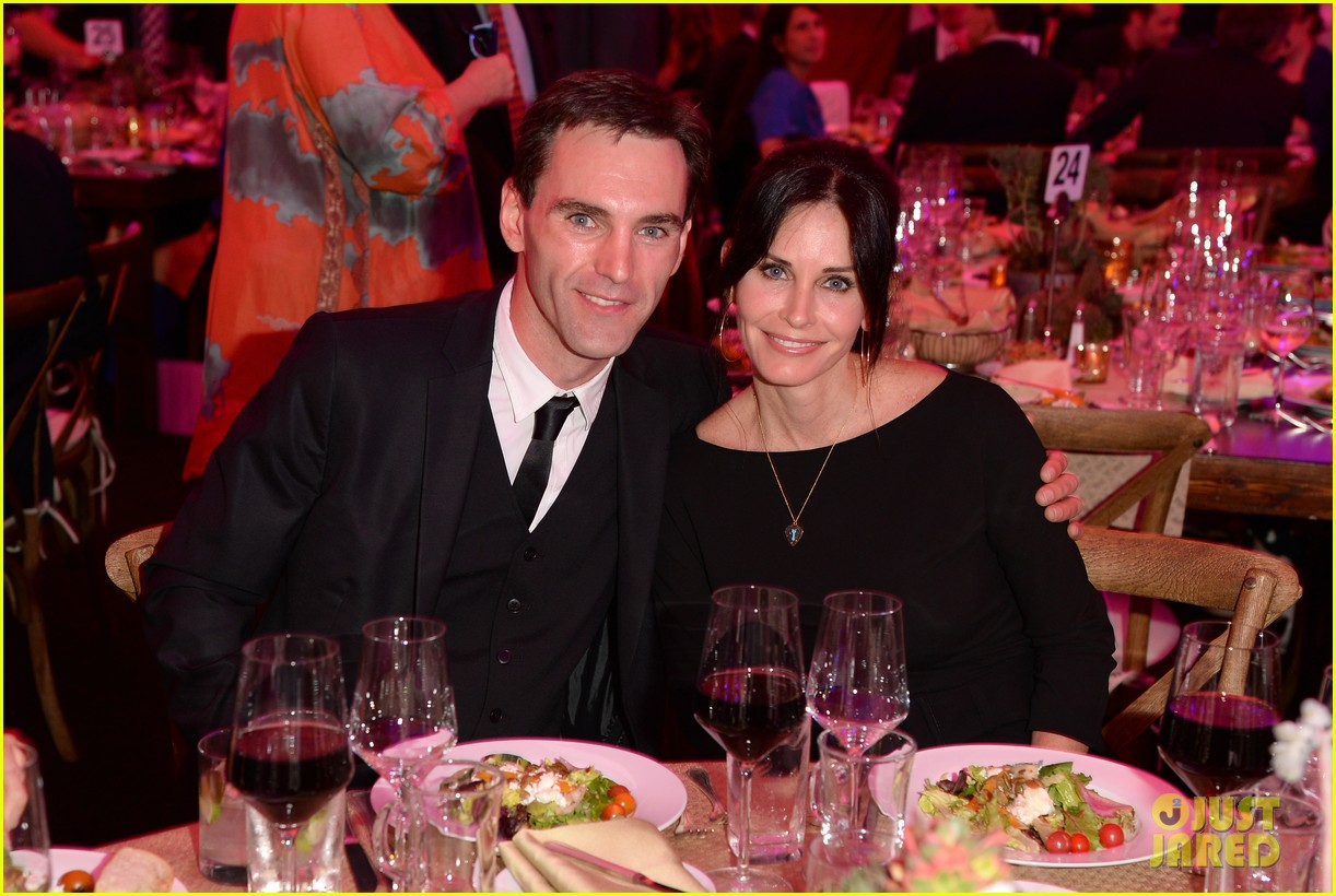 courteney cox boyfriend johnny mcdaid look so in love 28