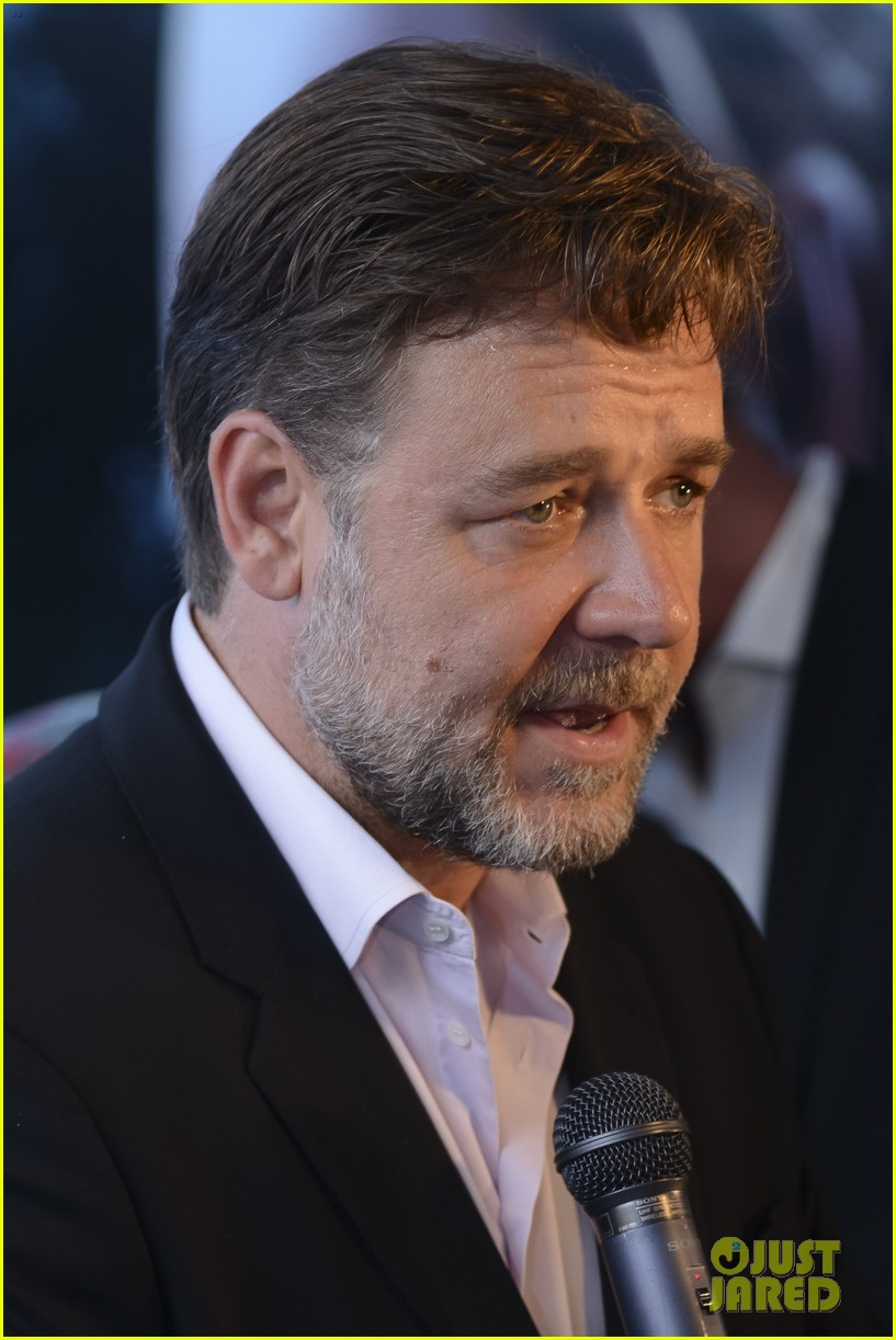 russell crowe giuliana rancic most awkward interview ever 023075796