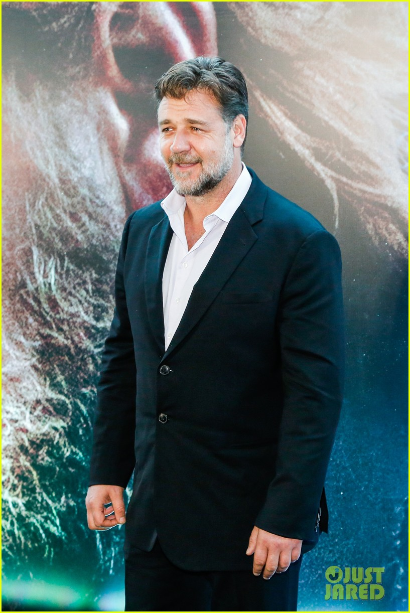 russell crowe opens up about his meeting with pope francis 09