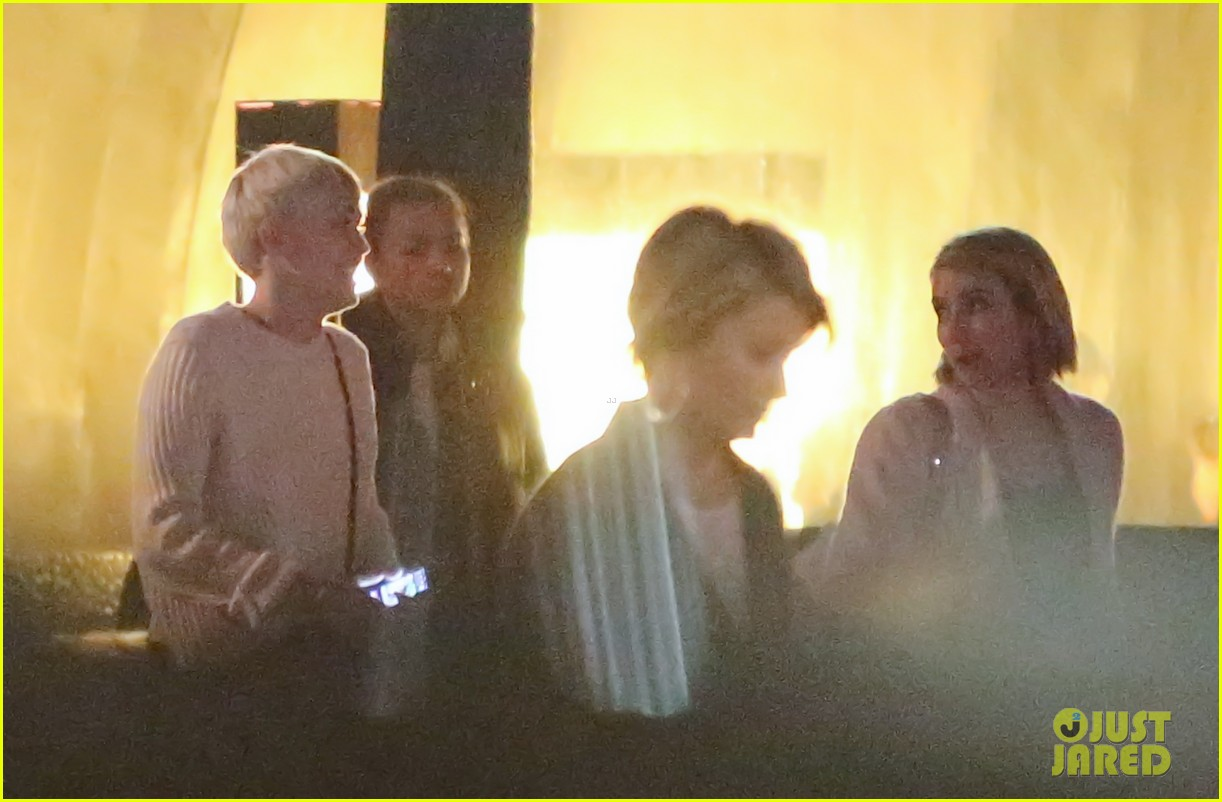 miley cyrus emma roberts have dinner together 05