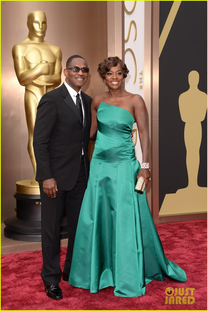 viola davis oscars 2014 red carpet with husband julius tennon 043063735
