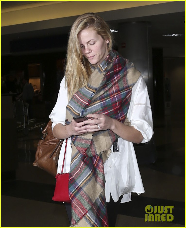 brooklyn decker taylor kitsch battleship reunion lax 243073656