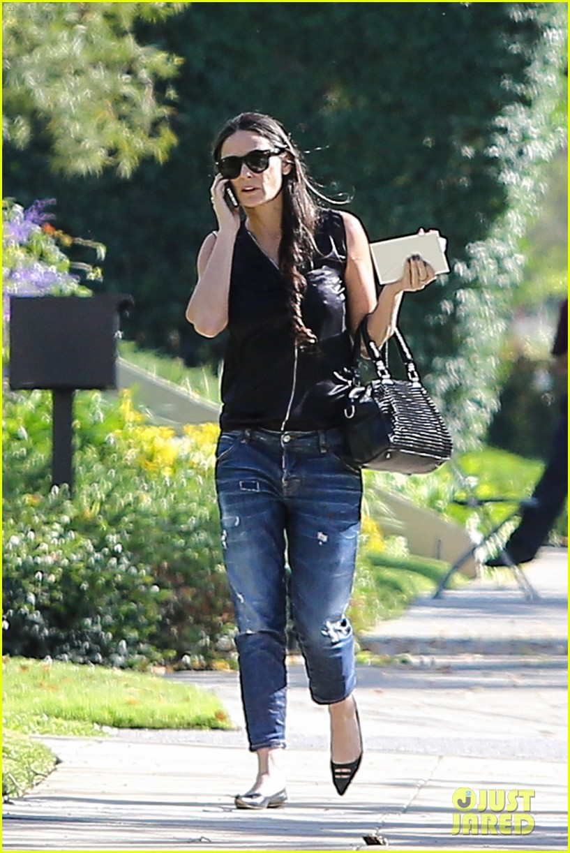 demi moore birthday party boyfriend jeans 163072799