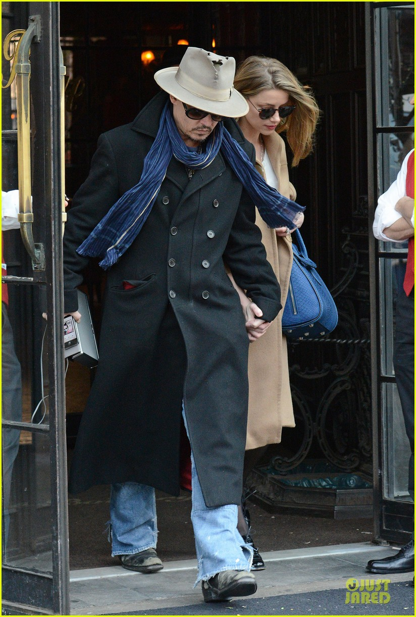 johnny depp amber heard hold on tight in nyc 01