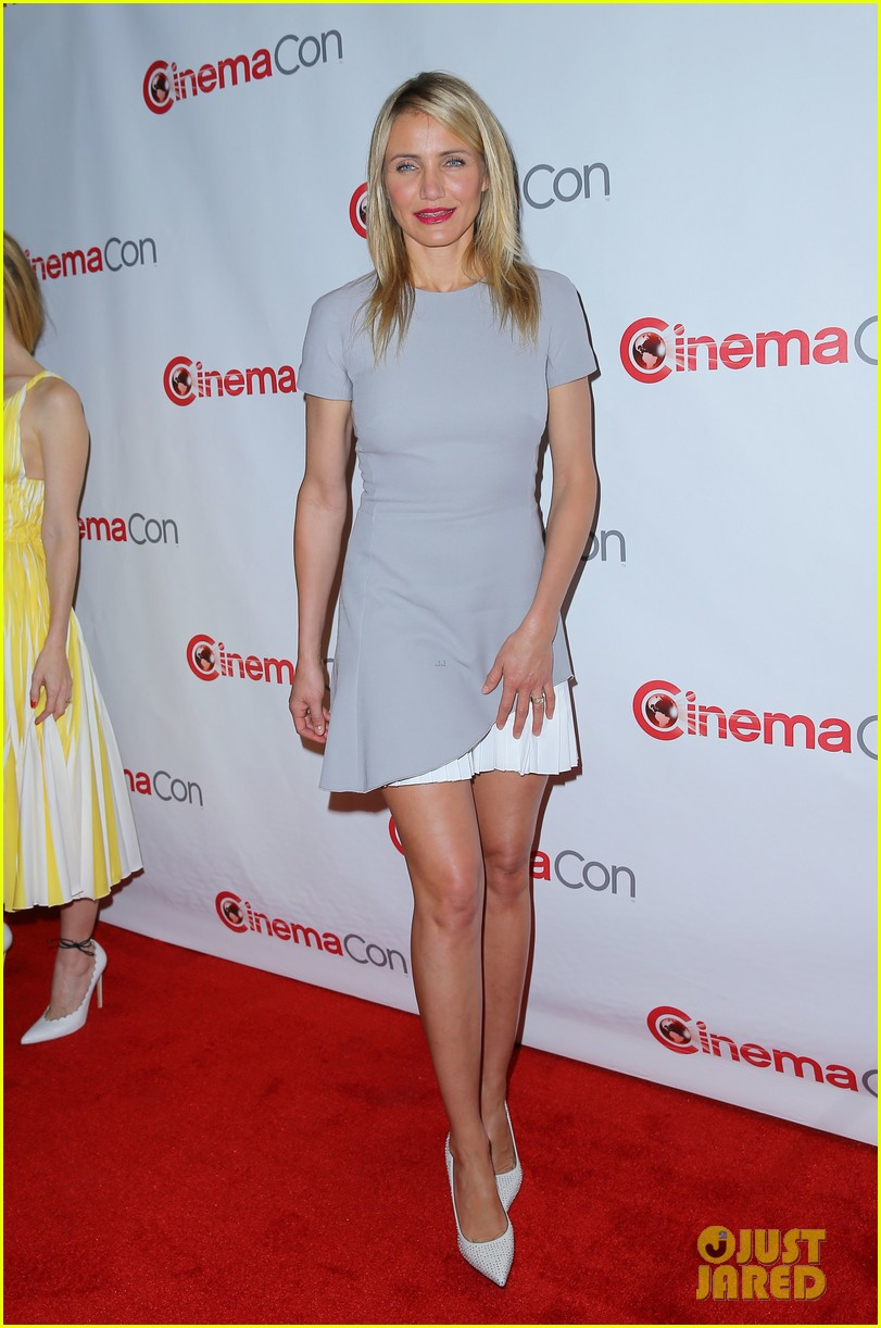 cameron diaz leslie mann let no other woman between them at cinemacon 03
