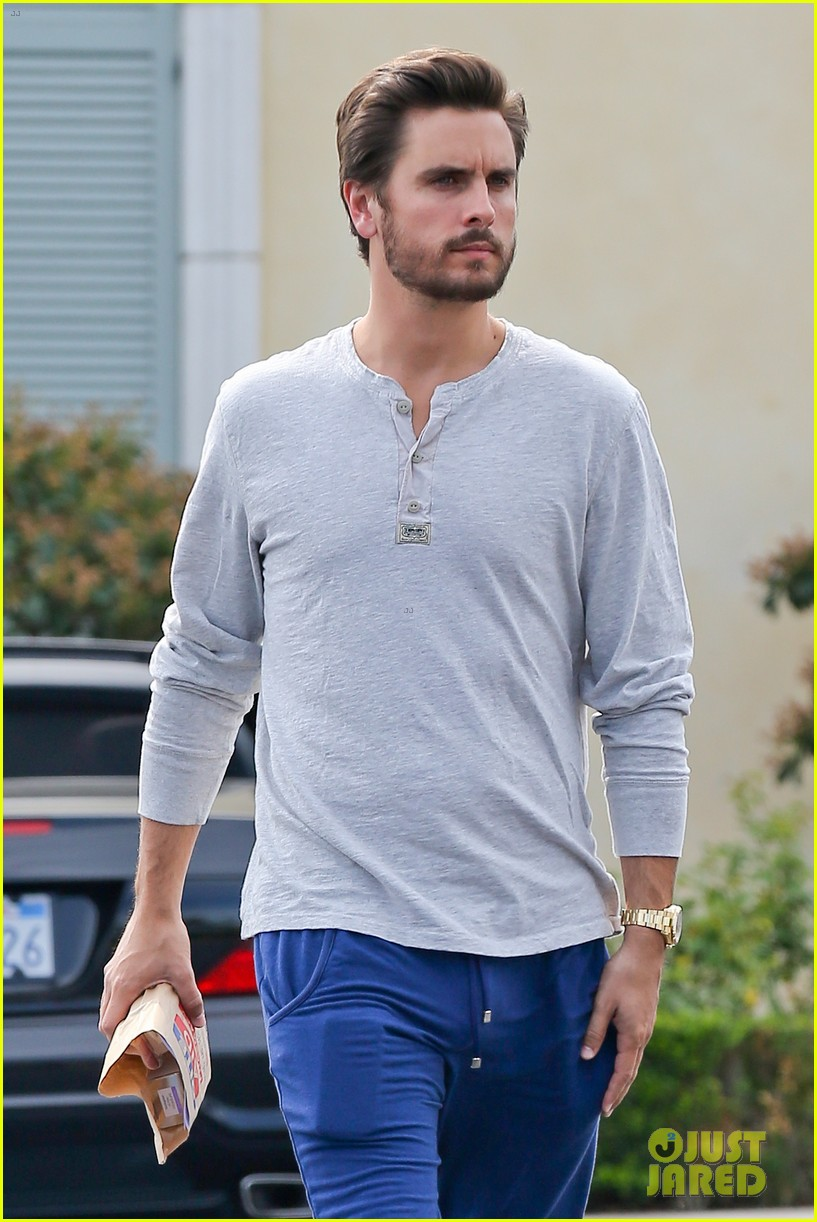 scott disick leaves little to the imagination 063077272