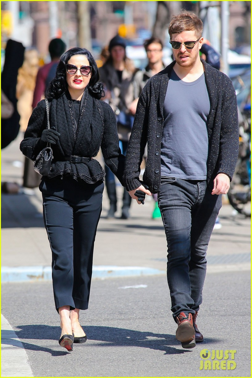 dita von teese holds hands with mystery man nyc 03